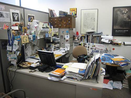 cluttered-office
