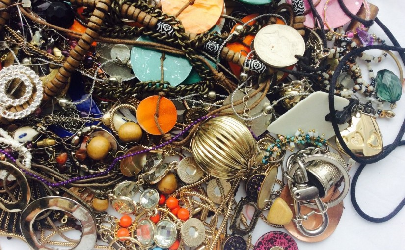 job-lot-costume-jewellery-mix-broken-tangled-for-spares-repairs-_57