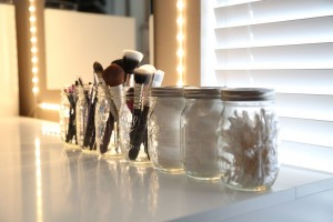 2f940a261ac5571c_mason-jars-your-brushes